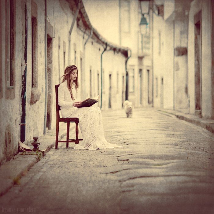 Девушка с книгой. Фото: Анка Журавлева