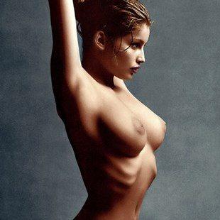 Top 10 Willa Holland Nude Ass Photos