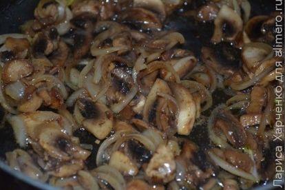 Пельмени с грибами в горшочке с сыром и