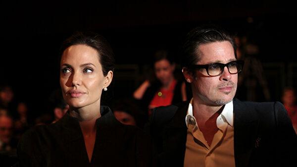 Американские актеры Анджелина Джоли и Брэд Питт