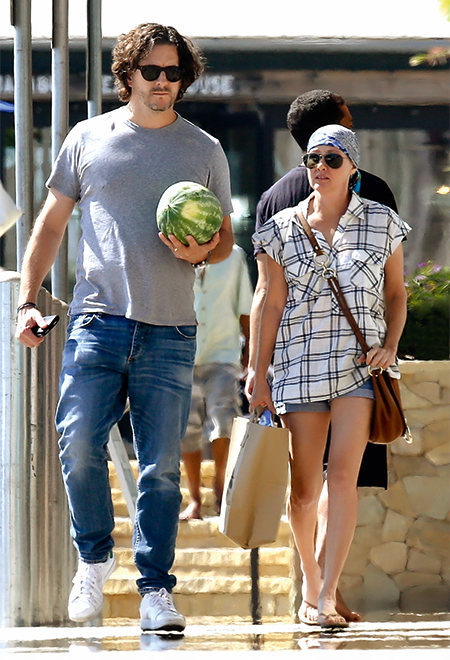 Шэннен Доэрти с мужем Куртом во время похода по магазинам