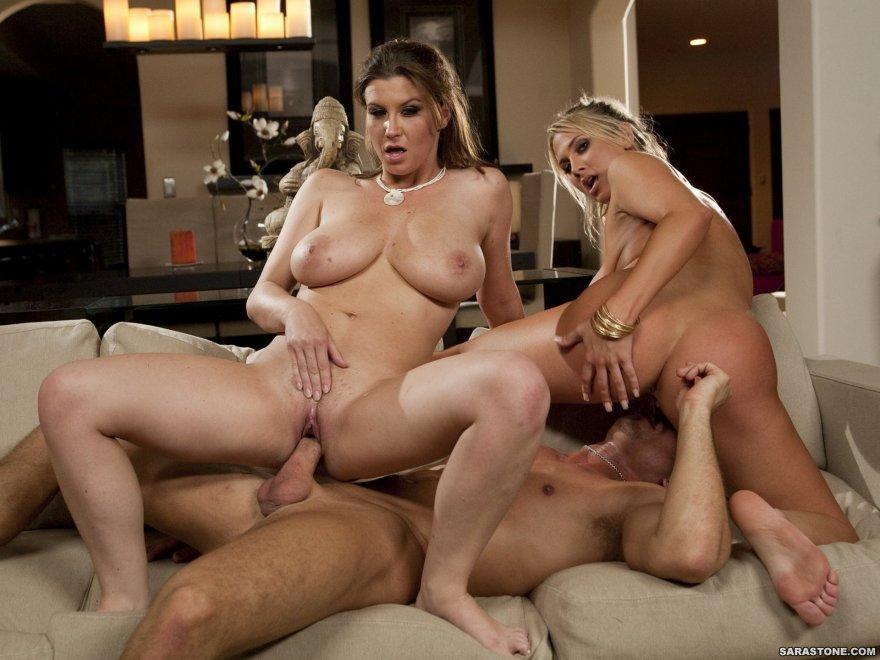Порно видео с двумя женщинами