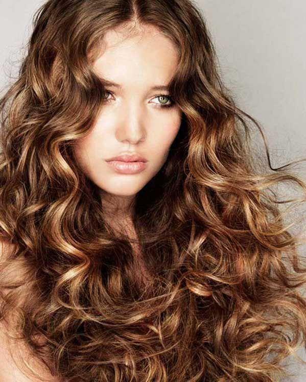прическа на длинные волнистые волосы без челки