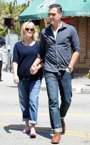 Reese witherspoon baby born