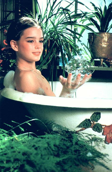 Brooke shields pretty baby bathtub pics