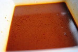 Замариновать мясо в соевом соусе