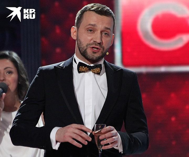 Руслан Белый на сцене.
