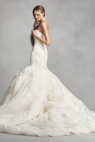 Vera wang trumpet gown