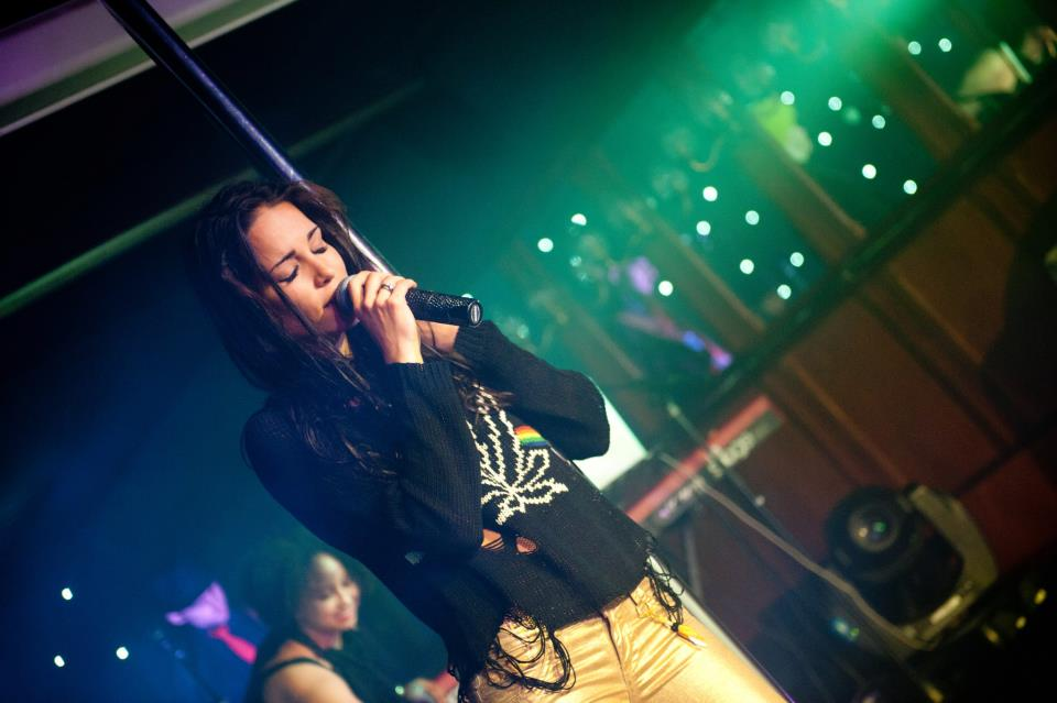 Мария в клубе