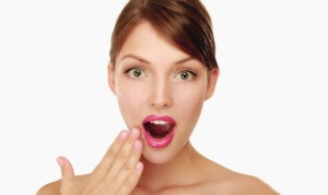 Почему во рту появляются белые язвочки