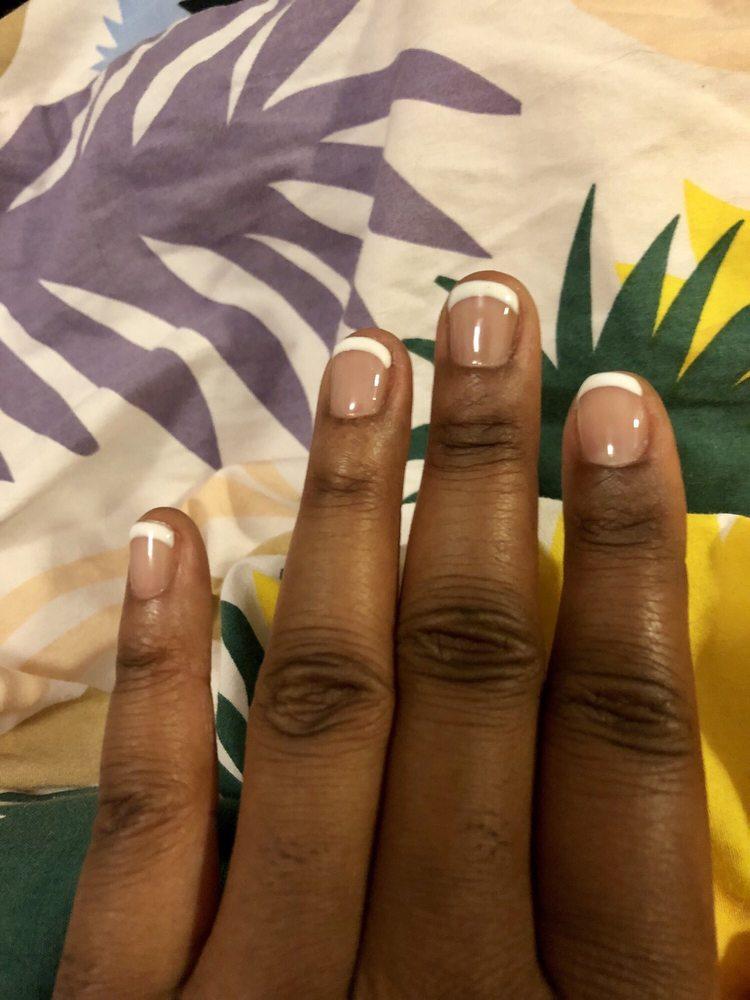 Green nails salon
