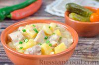 Фото к рецепту: Тушеная картошка с курицей в сырном соусе