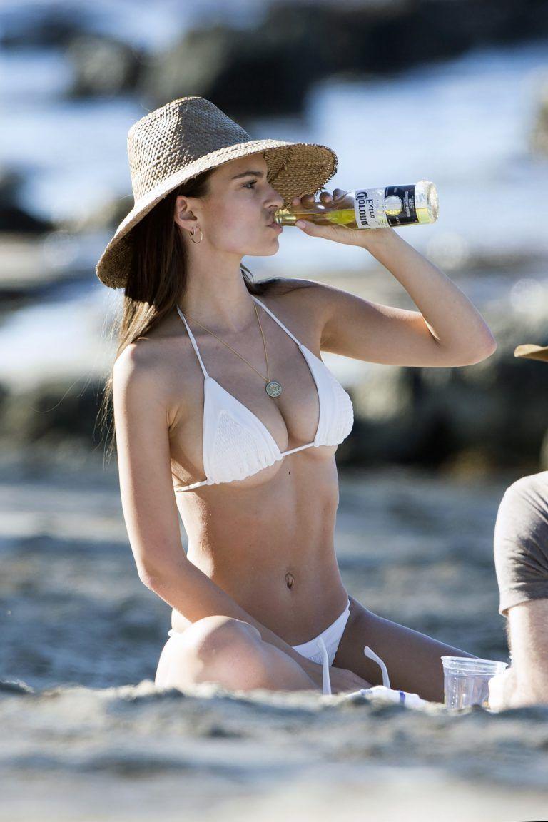 Elizabeth Banks in Bikini