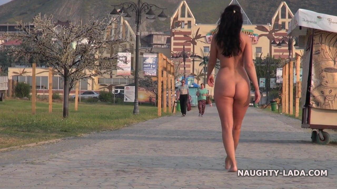 Barefoot celebrities in public