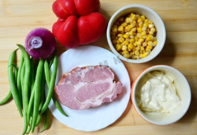 Салат с стручковой фасолью и грибами и ветчиной