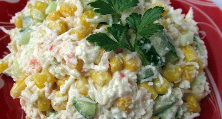 Салат с крабовыми палочками горошком яйцами