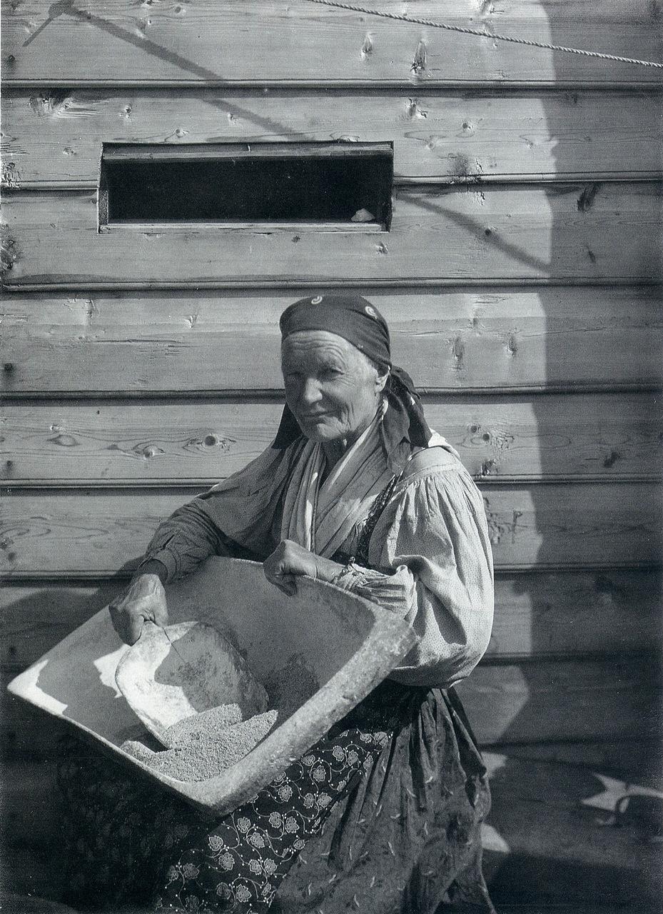 Хозяйка. 1914-1916 гг. Фото С.А. Лобовикова