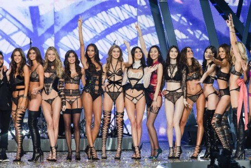 Celebrities with 34d bra size