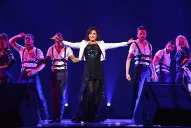 Певица Жасмин на сцене