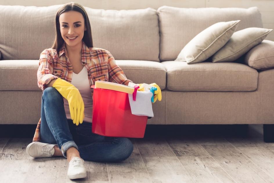 Как вывести застарелые пятна с мягкой мебели