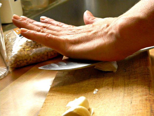 Как быстро чистить чеснок