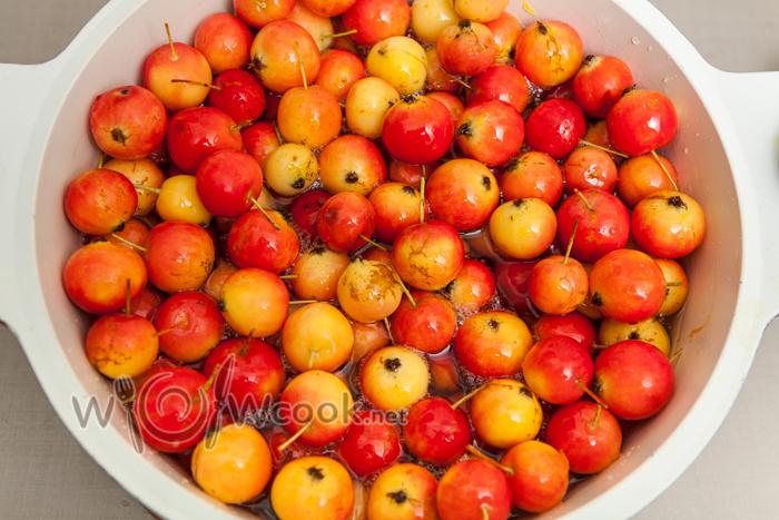 заливаем сиропом яблочки