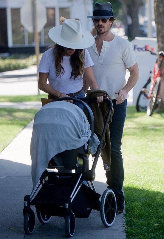 Никки Рид и Йен Сомерхолдер вышли на прогулку с дочерью