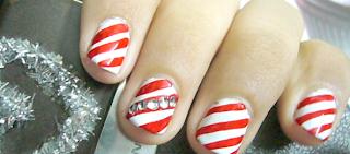 Holiday fingernails