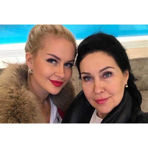 Марина неспешит осуждать маму ?Фото: «Инстаграм»
