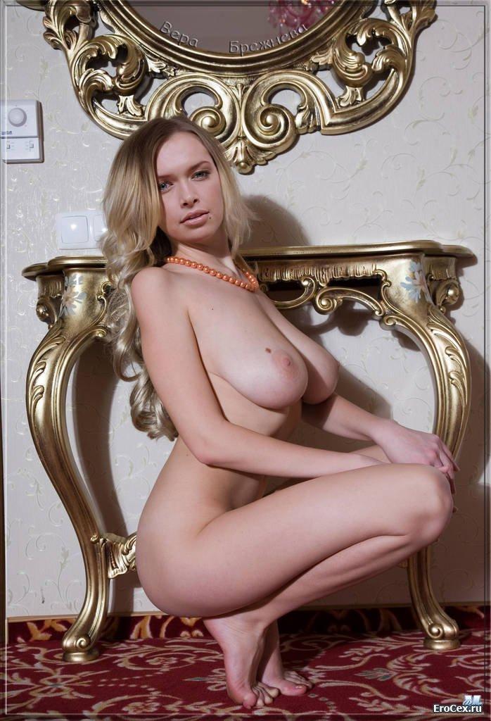 Голая Вера Брежнева (35 фото)