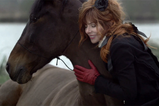 Милен Фармер любит лошадей