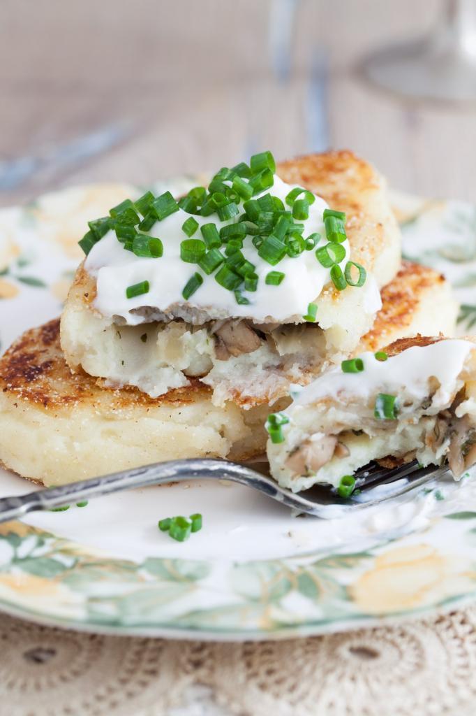 Зразы картофельные с фаршем в духовке