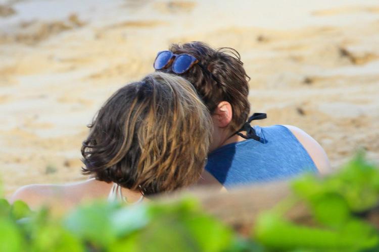 Поцелуй Кристен и Алисии