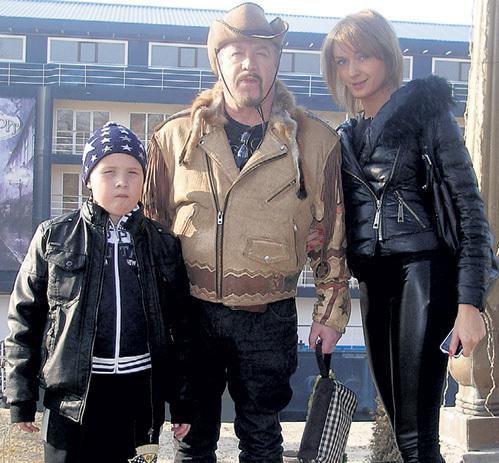 Леонид с нынешней женой Таней и сыном Кристианом