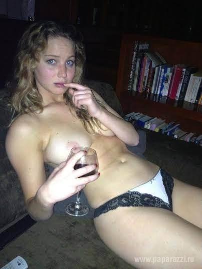 Скандальные фото обнаженной Селены Гомес попали в сеть