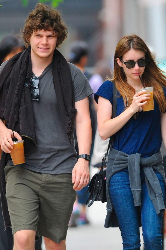 http://res.cloudinary.com/drkxbxmeo/image/upload/v1581761604/emma-roberts-evan-peters-garticle-2-554x830.jpg