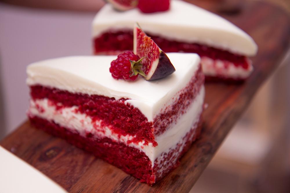 Кусок торта Красный бархат по Дюкану