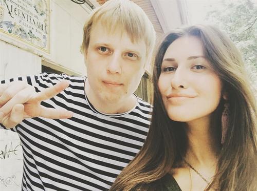 Слава комиссаренко с девушкой фото