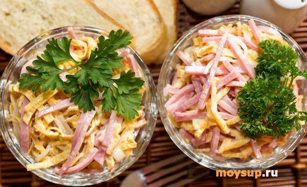 Салат с жареным яйцом