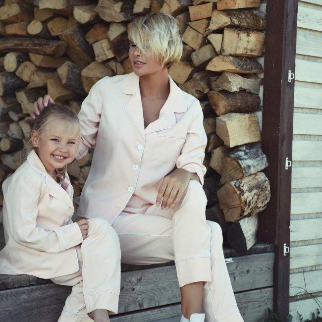 Дочь Элины Камирен и Александра Задойнова растет настоящей «шмоточницей»
