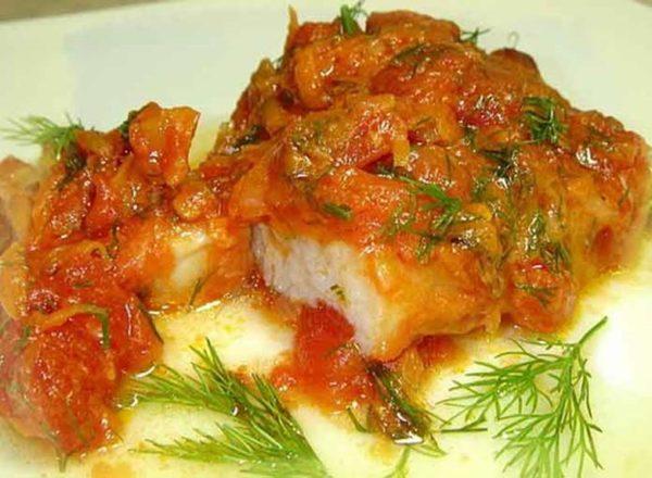 Минтая филе в сметанном соусе на сковороде рецепт с фото