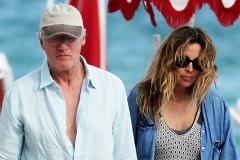 Ричард Гир устроил беременной жене романтическое свидание на пляже в Майами