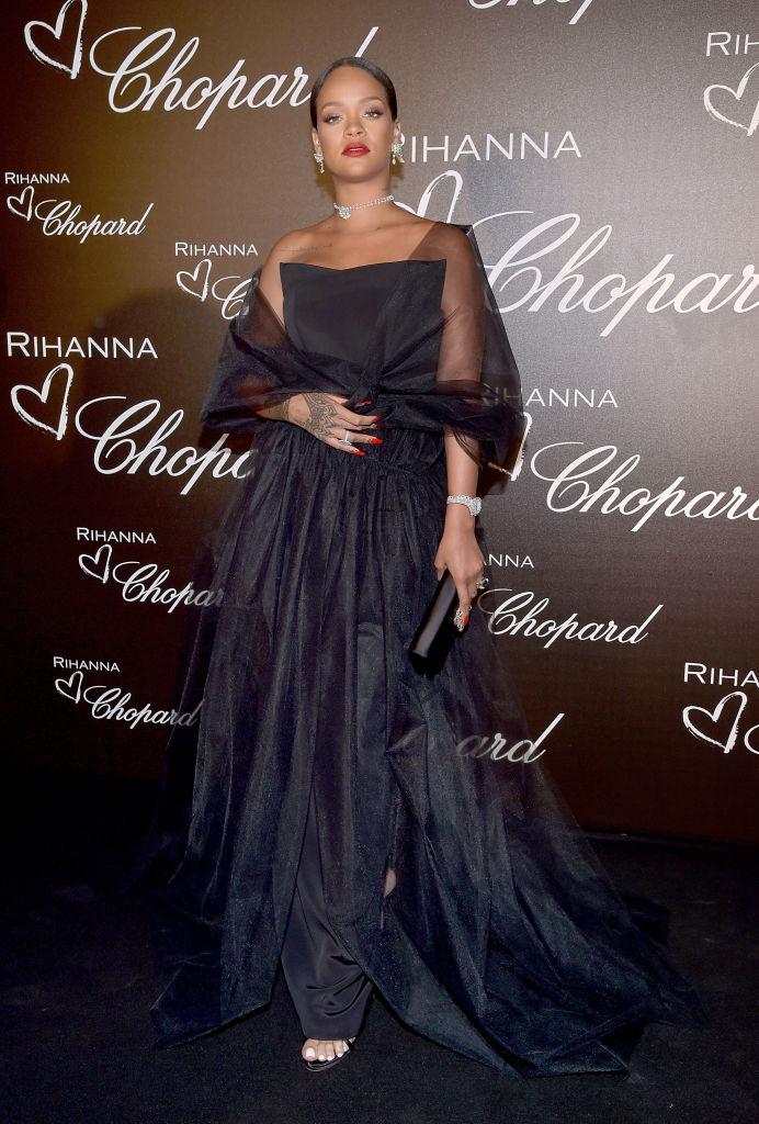 В сети активно обсуждают первую беременность 29-летней певицы Рианны