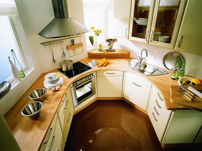 Для маленькой кухни нестандартной формы модули придется изготавливать на заказ по специальным размерам