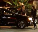 Кристен Стюарт садится в машину