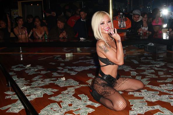 Tila tequila strip show