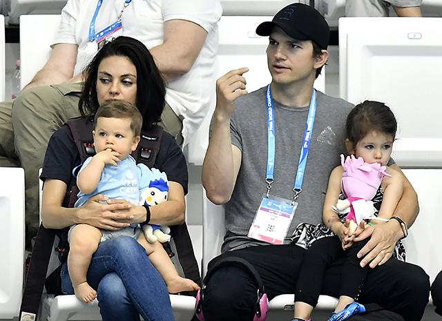 Эштон катчер и мила кунис с детьми фото