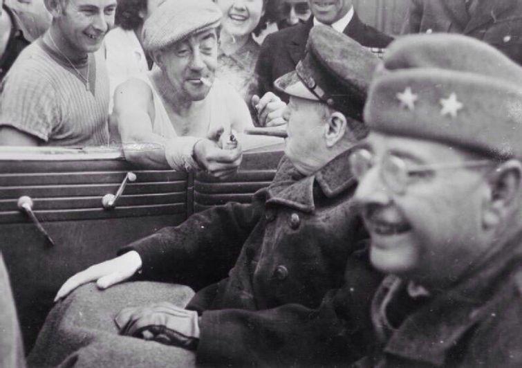 Француз даёт прикурить Уинстону Черчиллю, 1944 г. история, смотреть, фото