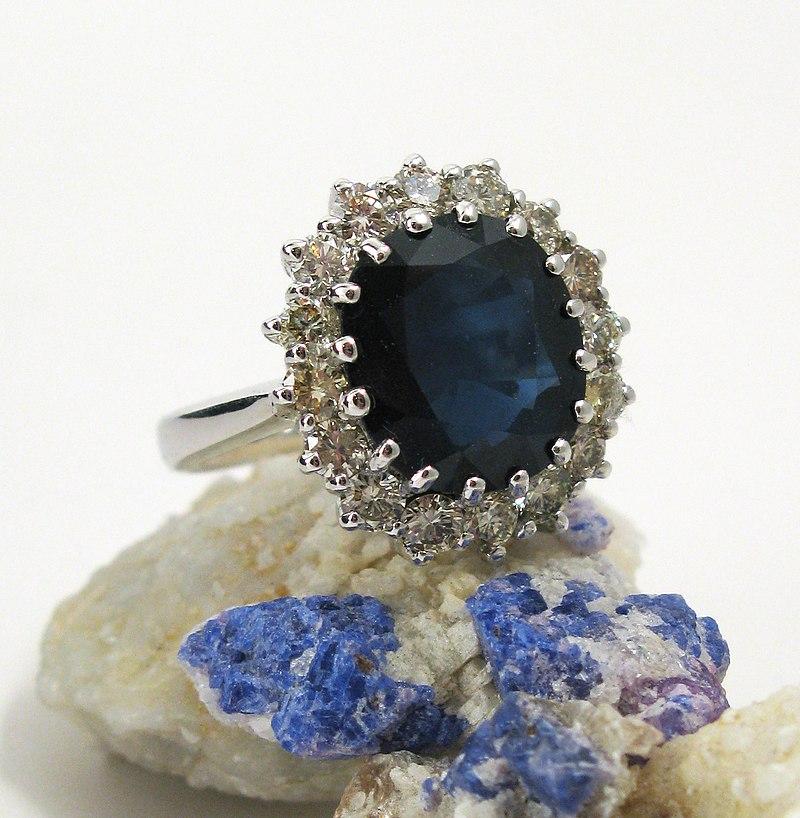 Estimated value of kate middleton engagement ring