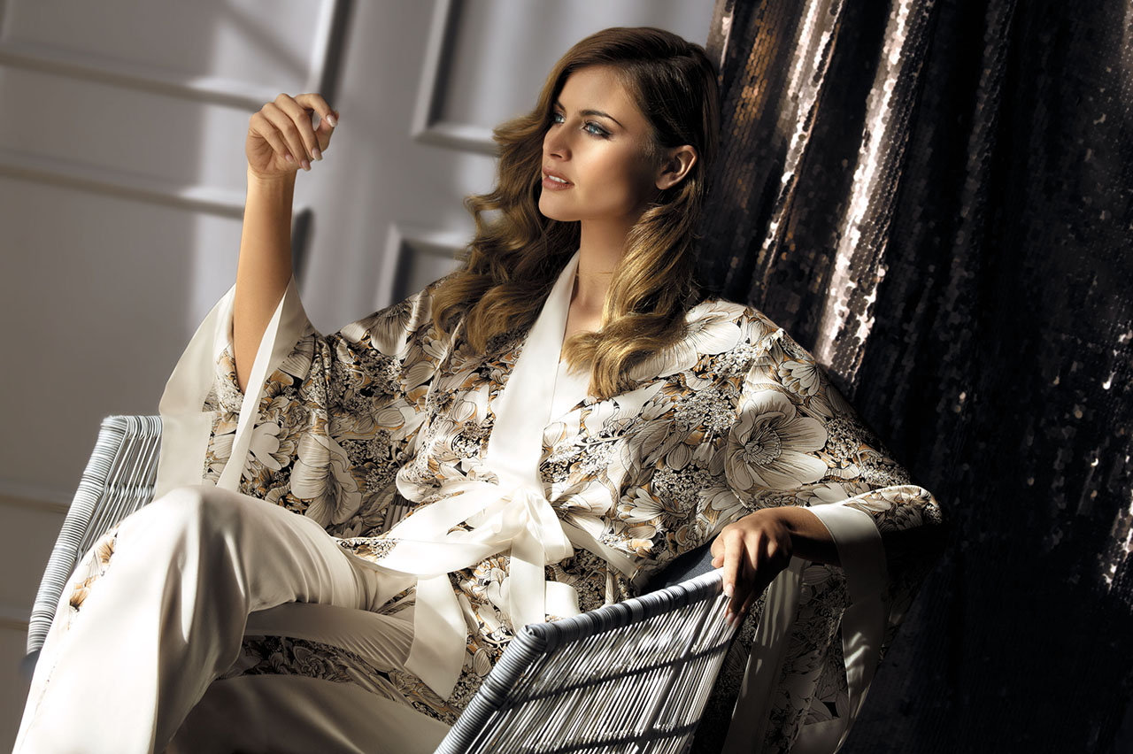 Домашняя одежда: сорочка, халат, кимоно, пижама, велюровый костюм